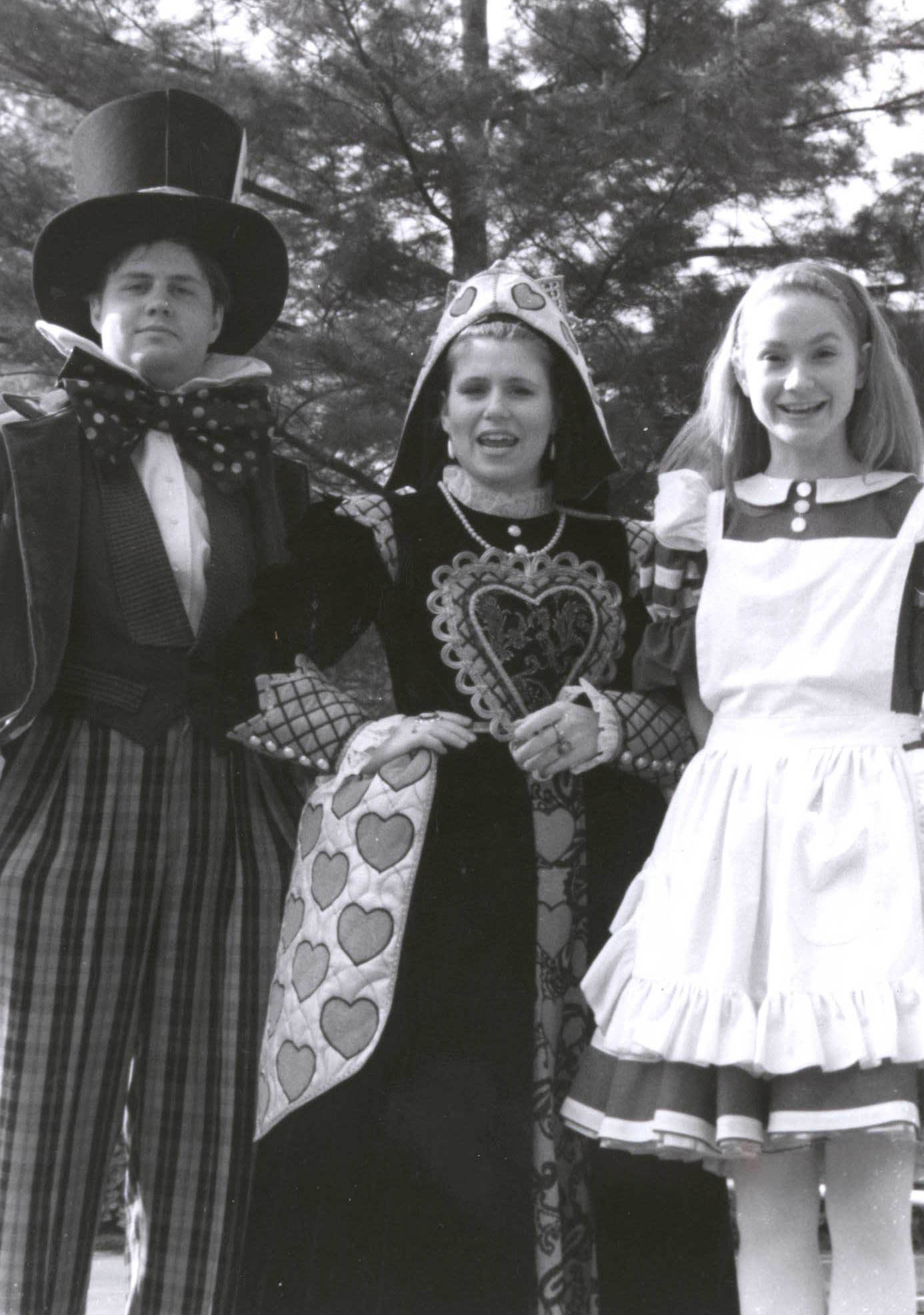 Alice-Cast-at-Hersheypark-1992
